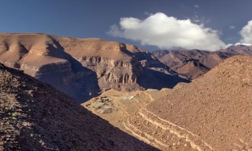 MAROKO / Maroko / Les cascades de Tizgui / Widok na wioskę