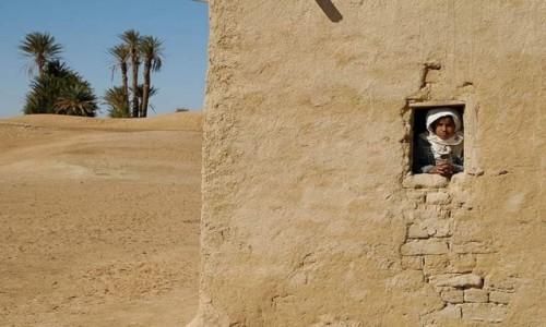 Zdjecie MAROKO / Sahara / Merzouga / Dom na pustyni