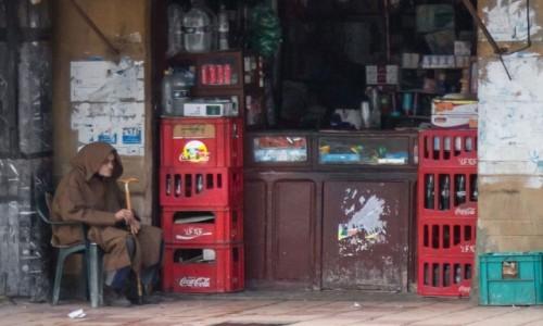 Zdjecie MAROKO /  Kenitra / gdzieś po drodze / ...a za czym kolejka ta siedzi?