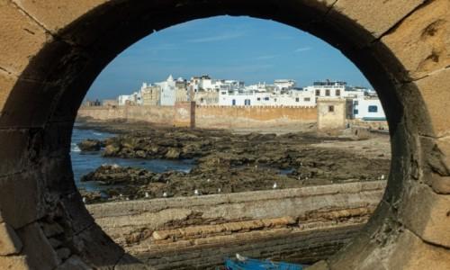Zdjecie MAROKO / As Sawira / fort / A tak widać przez dziurkę :-)))