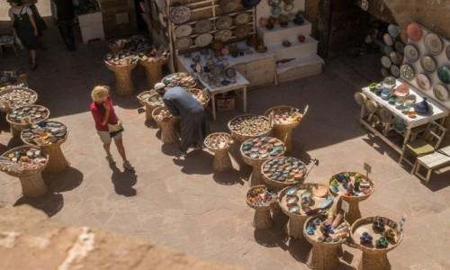 Zdjecie MAROKO / Marrakesz-Safi / Essaouira / arabski bazar - bezpieczna odległość