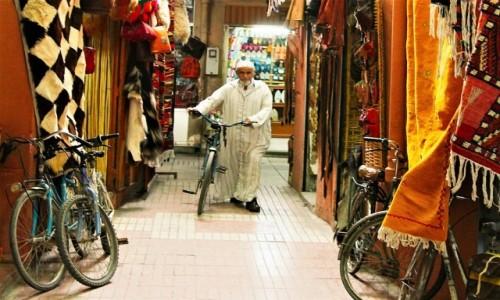 Zdjecie MAROKO / Tensift Al Hauz / Marrakesz / Rowerowy pasaż