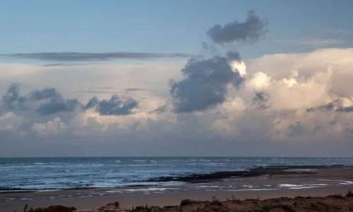 Zdjecie MAROKO / Essaouira /  Moulay Bouzerktoun / Niebo nad oceanem