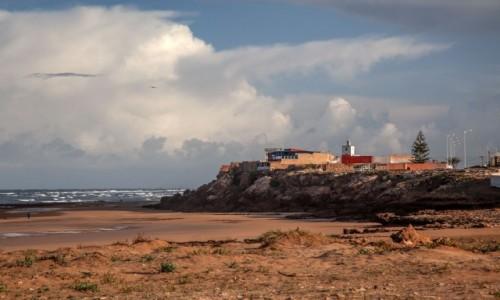 Zdjecie MAROKO / Essaouira / Moulay Bouzerktoun / Plaża pod klifem