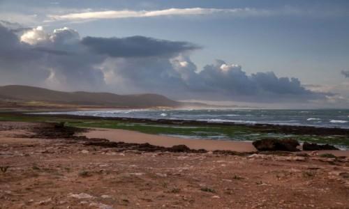 Zdjecie MAROKO / Essaouira / Moulay Bouzerktoun / Plaża i chmury