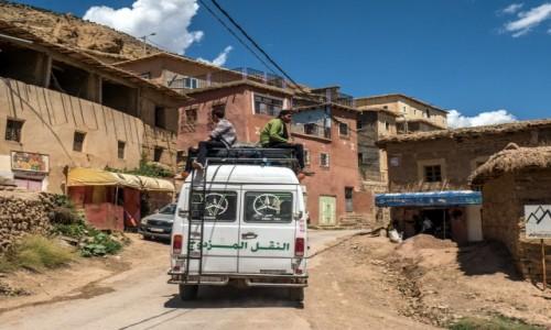 MAROKO / Béni Mellal-Khénifra / Agouti / w drodze w góry