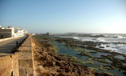 Zdjęcie MAROKO / nad oceanem / Essaouira / odpływ pod murami miasta