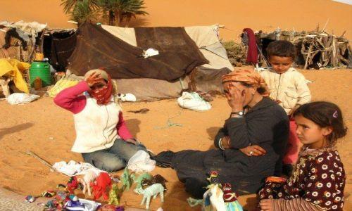 MAROKO / brak / Erg Shebbi / Rodzinna osada na Saharze