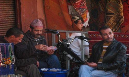 MAROKO / brak / Marrakesz / Ciężka praca w środku dnia