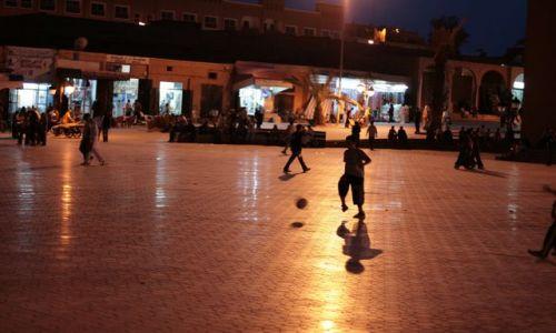 Zdjecie MAROKO / Ouarzazate / Ouarzazate / Plac w Ouarzaza