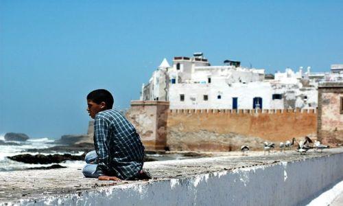 Zdjęcie MAROKO / nad Oceanem / Essauira / chłopak