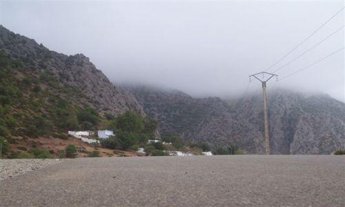 Zdjęcie MAROKO / Góry Rif / Szefszawan / droga w góry