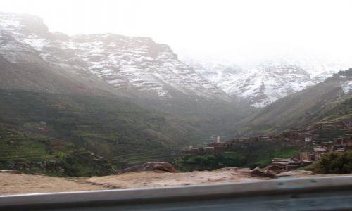 Zdjecie MAROKO / Marakesz - Oukaimeden / droga w gory / Dolina