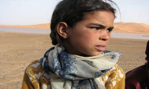 Zdjęcie MAROKO / desert / w drodze / Dzieci