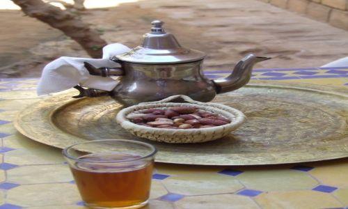 Zdjecie MAROKO / Erg Chebbi / Merzouga / marokański poczęstunek