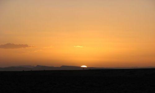 Zdjęcie MAROKO / desert / pośród piasków / zachód słońca numer 1298