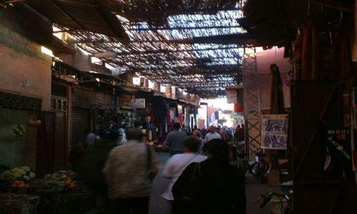 Zdjecie MAROKO / Marrakesz / Marrakesz / Klimatyczne uliczki