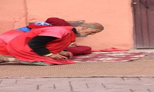 Zdjecie MAROKO / Marakesz / Plac Jemaa el fna / Allah Akbar
