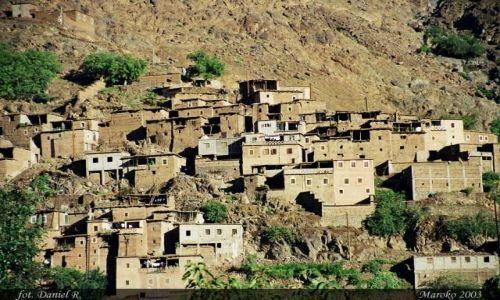 MAROKO / Atlas Wysoki / Okolice Jaebala Toubkala / Wioska Berberów w Atlasie