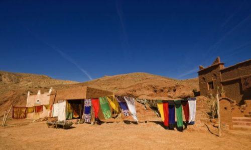 Zdjecie MAROKO / brak / Dolina rzeki Dades / Sprzedając kolory
