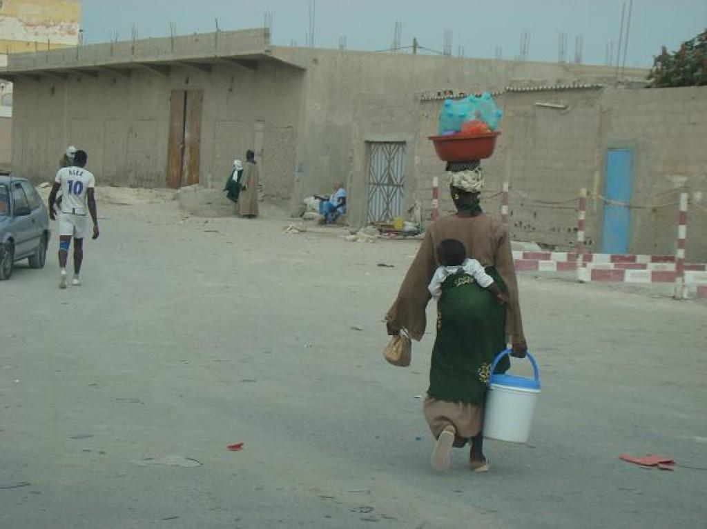 Zdjęcia: Nadibu, Mauretania, Sprawność Mauretańskiej kobiety, MAURETANIA