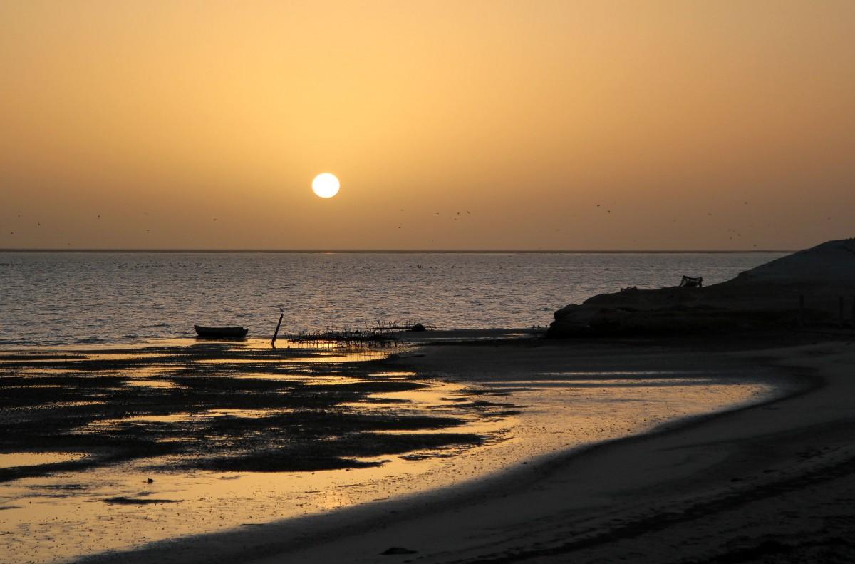 Zdjęcia: okolice Nawazibu, Przylądek Biały, Zachód słońca nad doliną ostańców, MAURETANIA