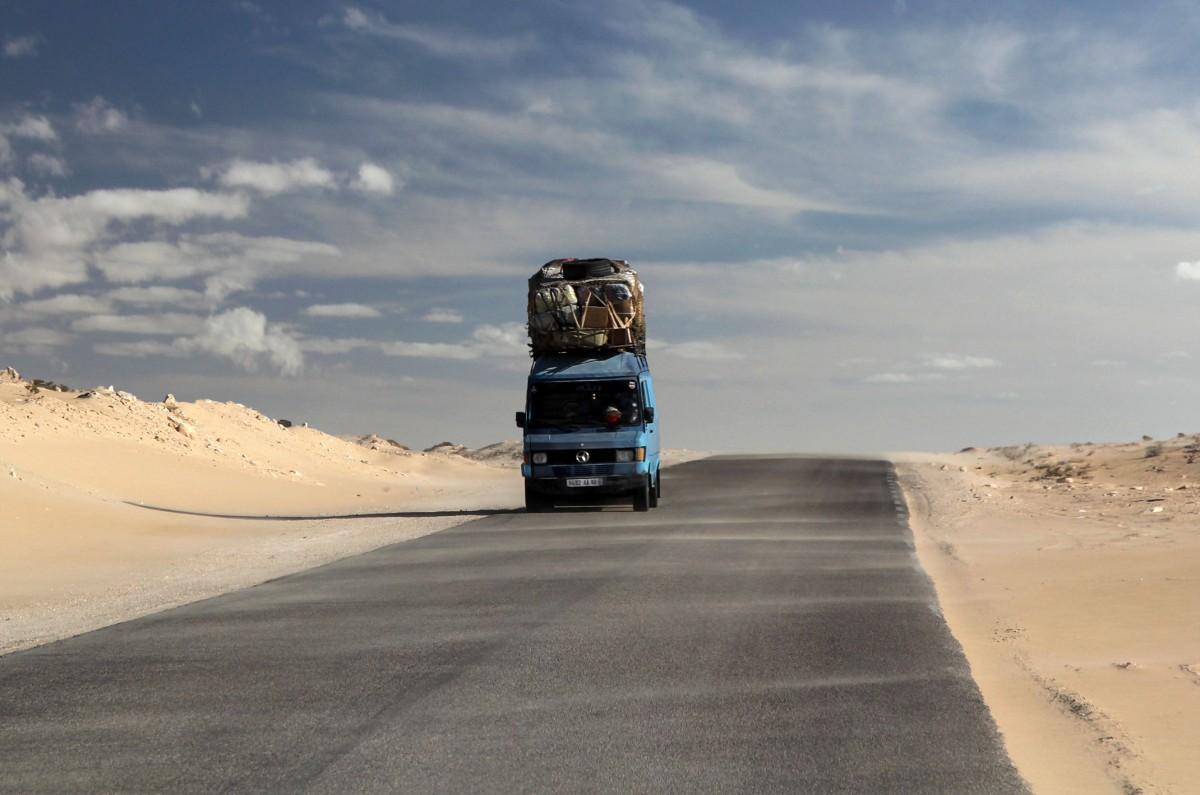 Zdjęcia: gdzieś po drodze, Mauretania, Czekając na boczny wiatr, MAURETANIA