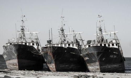 Zdjęcie MAURETANIA / Nouadhibou / plaza / 3 statki