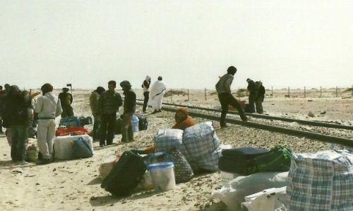 Zdjęcie MAURETANIA / Płn. Mauretania / Nouadhibou / Czekając na pociąg