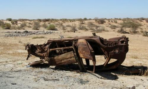 Zdjecie MAURETANIA / Sahel / gdzieś przy głównej drodze / Porzucone przy drodze