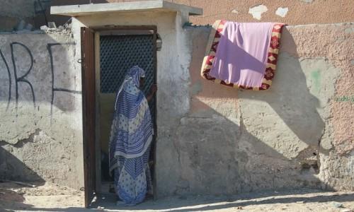 Zdjęcie MAURETANIA / * / mauretańskie miasto / W progu