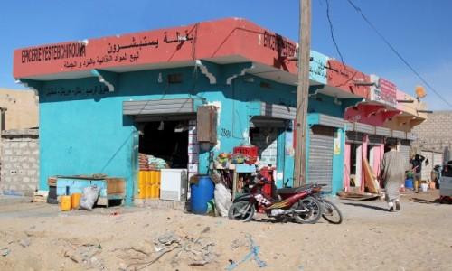 Zdjęcie MAURETANIA / Nawazibu / przy głównej ulicy / Dobrze zaopatrzony sklepik