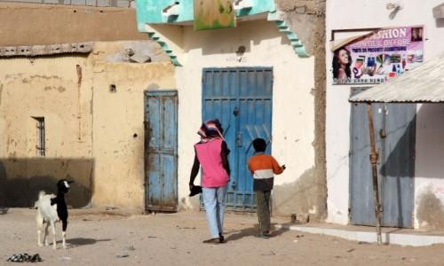 Zdjecie MAURETANIA / Mauretania / gdzieś po drodze / Reklama dźwignią handlu