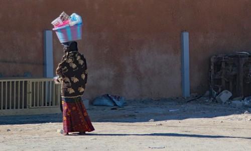 Zdjecie MAURETANIA / Mauretania / gdzieś po drodze / Z zakupami