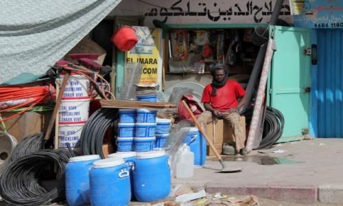 MAURETANIA / Mauretania / gdzieś po drodze / Czekając na  klienta