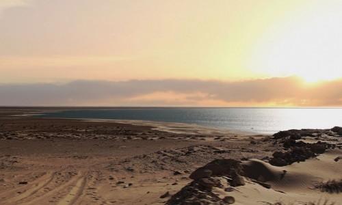 Zdjęcie MAURETANIA / Mauretania / gdzieś po drodze /  Gdzie Sahara  z Oceanem się spotyka