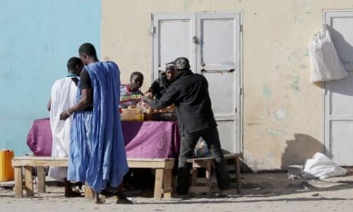 Zdjecie MAURETANIA / Mauretania / gdzieś po drodze / Wspólny posiłek