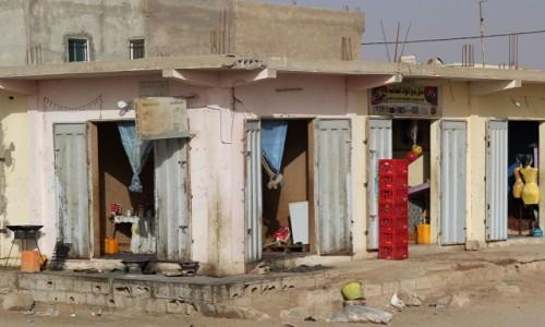 Zdjecie MAURETANIA / Mauretania / gdzieś po drodze / Restauracja,spożywczy i odzieżowy