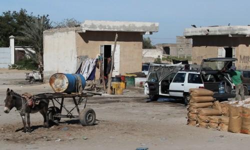 Zdjecie MAURETANIA / Mauretania / gdzieś po drodze / Dostawa wody do myjni samochodowej