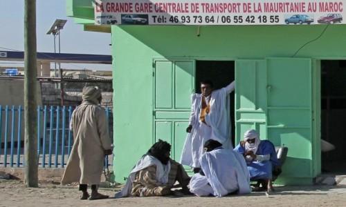 Zdjecie MAURETANIA / Mauretania / gdzieś po drodze / Czekają na transport...