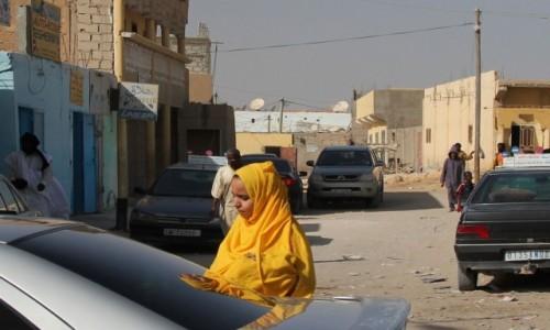 Zdjecie MAURETANIA / Mauretania / gdzieś po drodze / Mauretanka