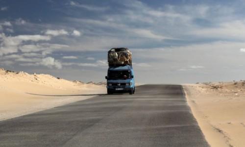 Zdjecie MAURETANIA / Mauretania / gdzieś po drodze / Czekając na boczny wiatr