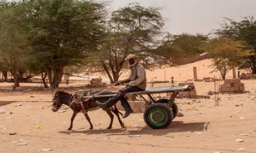 MAURETANIA / Mauretania / gdzieś po drodze / W drodze po wodę