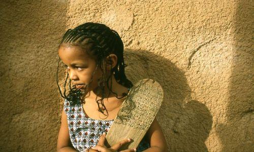 Zdjecie MAURETANIA / brak / Ouadane / dziewczynka z