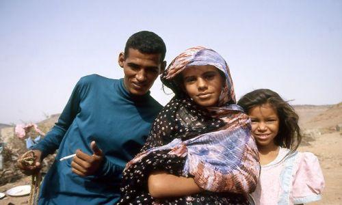 MAURETANIA / masyw Adraru / oaza Teizent / Młodzież z oazy