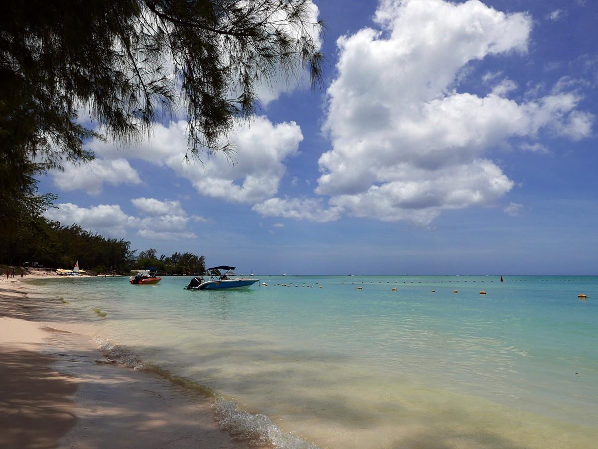 Zdjęcia: Mon Choisy Beach, Pamplemousses, Relax, MAURITIUS