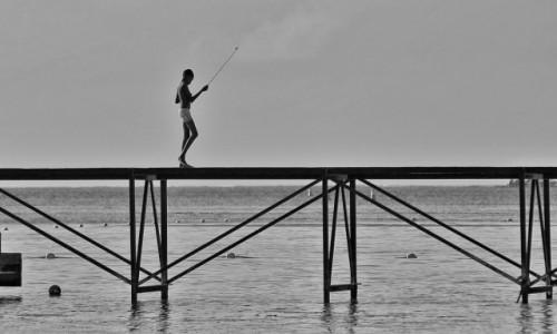 Zdjecie MAURITIUS / - / Troux aux Biches / Chłopak na ryba