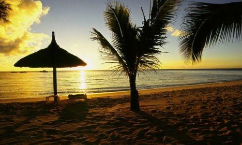 Zdjecie MAURITIUS / Le Morne / Plaża hotelu Dinarobin / Wieczór za pasem