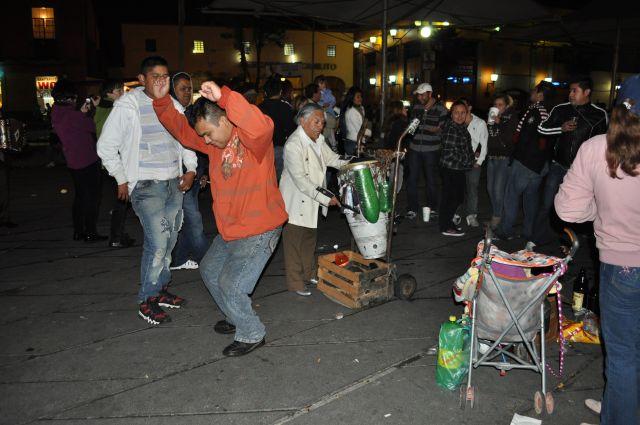 Zdjęcia: MEXICO CITY, Plac Garibaldiego, ZABAWA DO RANA, MEKSYK