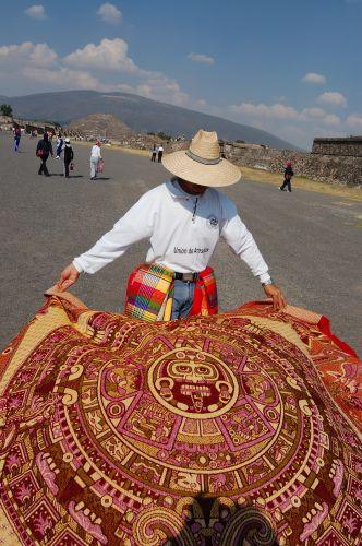 Zdj�cia: Mexico City-Teotihuacan, Sprzedawca dywan�w, MEKSYK